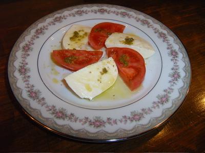 Bistro たけぼう:モッツアレッラチーズのサラダ(ハーフ)