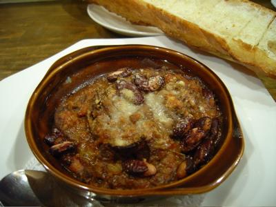 Bistro たけぼう:牛臓物の煮込みとガーックパン